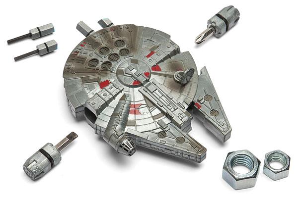 ของขวัญปีใหม่สไตล์งานช่าง ยาน 'Millennium Falcon' สารพัดช่างแบบกะทัดรัด