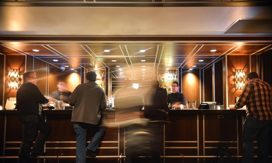 people-hotel-bar-drinks